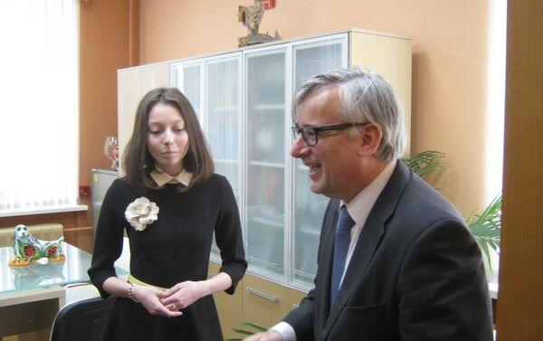 El embajador Ignacio Ibáñez Rubio visita el colegio Cervantes de Moscú - Sputnik Mundo