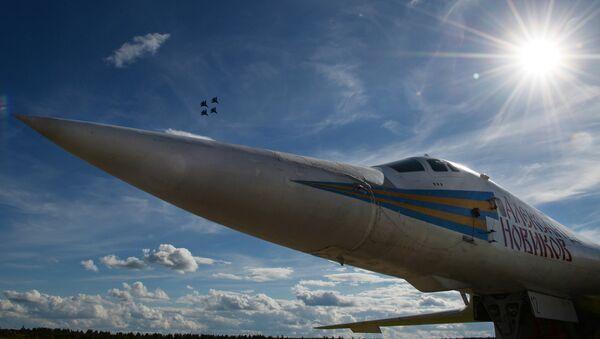 Bombardero estratégico supersónico Tu-160 Alexandr Nóvikov - Sputnik Mundo