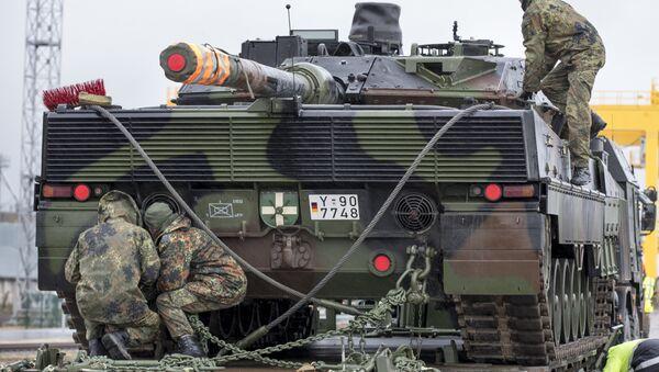 Tanque alemán en Lituania (Archivo) - Sputnik Mundo