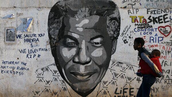 Retrato de Nelson Mandela - Sputnik Mundo