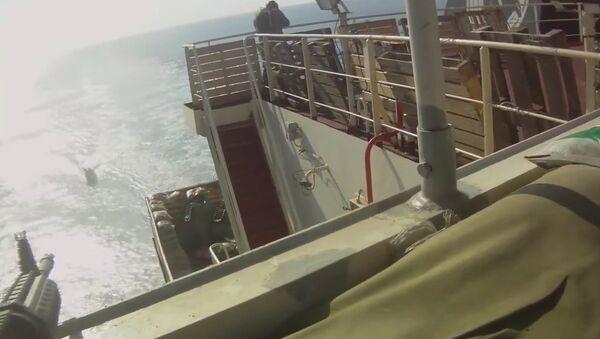 Piratas somalíes vs. buque de carga - Sputnik Mundo