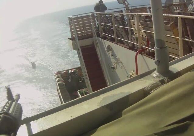 Piratas somalíes vs. buque de carga