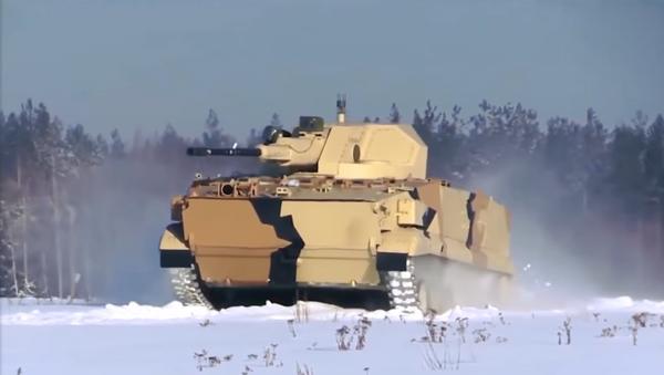 Un vehículo blindado ruso, aún no identificado, demostró sus capacidades militares en un vídeo publicado en las redes sociales - Sputnik Mundo