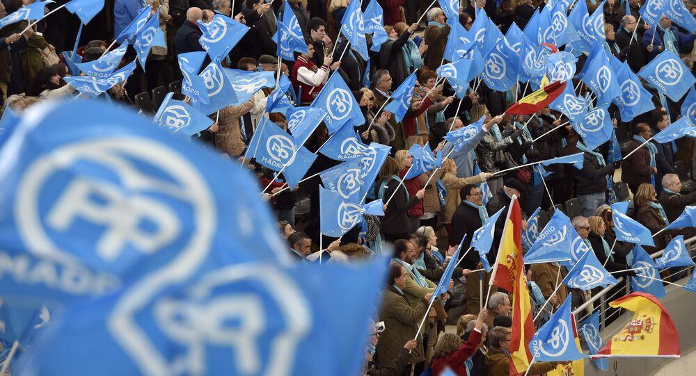 Banderas de España y del Partido Popular (archivo)