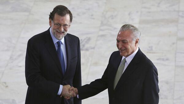 El presidente del Gobierno español Mariano Rajoy con su homólogo brasileño, Michel Temer, durante su visita a Brasil - Sputnik Mundo