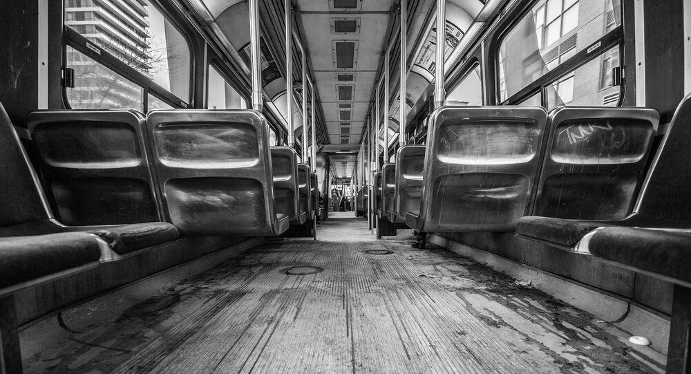 Dentro de un autobús (imagen referencial)