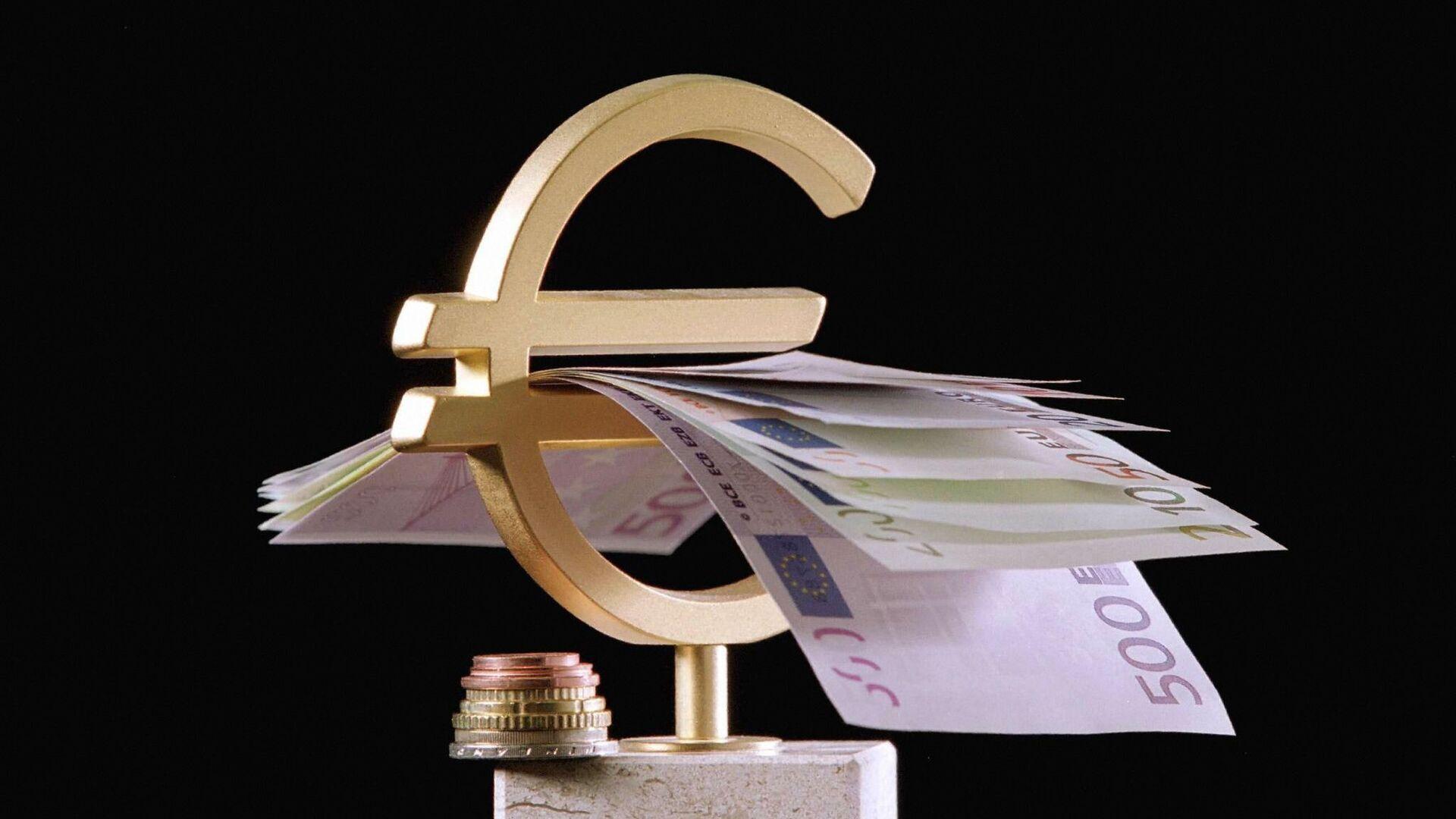 billetes, monedas y el símbolo del euro - Sputnik Mundo, 1920, 10.05.2021