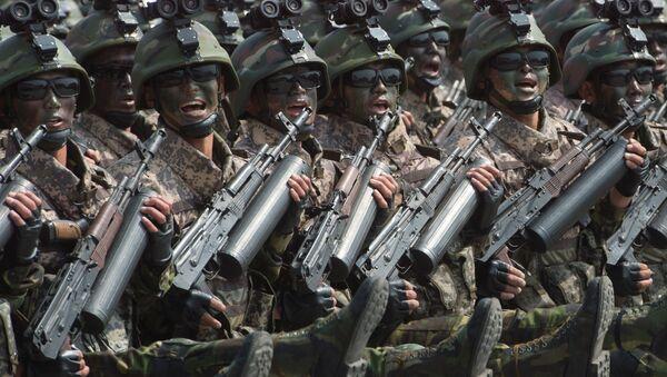 Ejército norcoreano durante un desfile en Pyongyang (archivo) - Sputnik Mundo