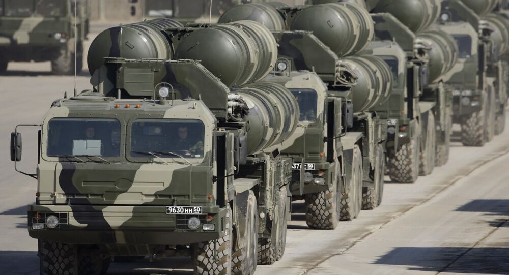 Los sistemas de misiles S-400, antecesores del S-500