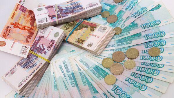 Russian ruble banknotes of different denominations - Sputnik Mundo