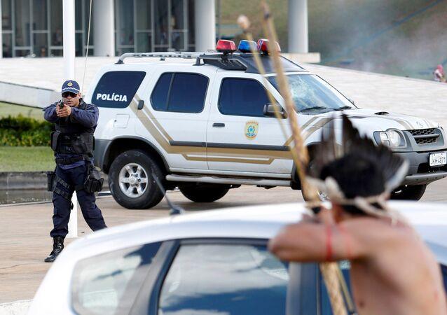 Policías e indígenas se enfrentaron en Brasil
