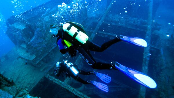 Buzos-investigadores en el mar Rojo (imagen referencial) - Sputnik Mundo