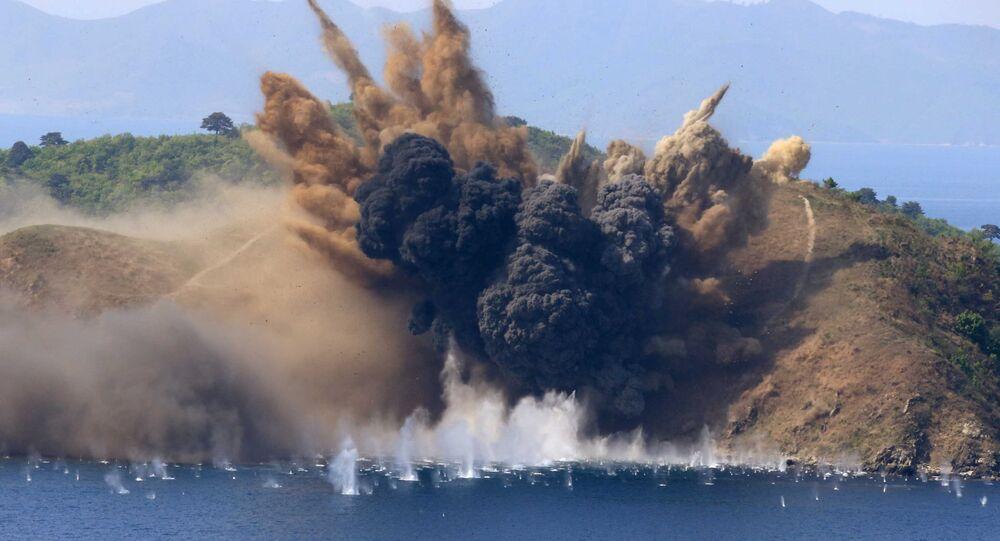 Una explosión producida durante los ejercicios de tiro en Corea del Norte