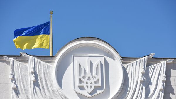 La bandera de Ucrania en el edificio de Rada Suprema en Kiev - Sputnik Mundo