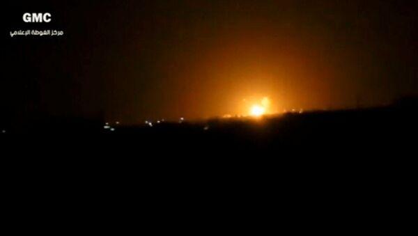 Una explosión cerca de Damasco tras un ataque israelí (archivo, imágen referencial) - Sputnik Mundo