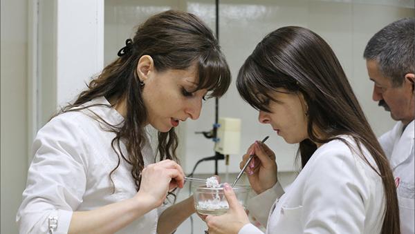 El laboratorio de polímeros avanzados de la Universidad Estatal de Cabardino-Balkaria - Sputnik Mundo