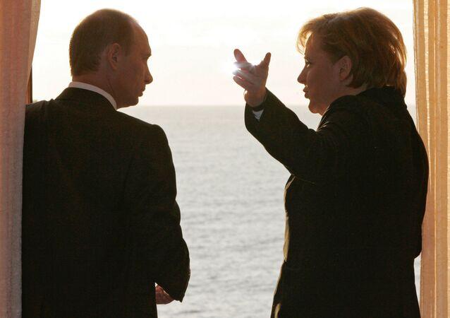 Vladímir Putin y Angela Merkel en Sochi (archivo)