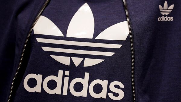 El logo de la marca Adidas - Sputnik Mundo