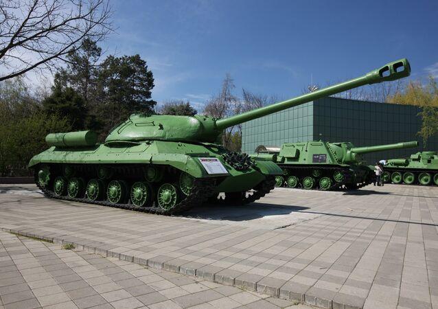 Tanque soviético IS-2
