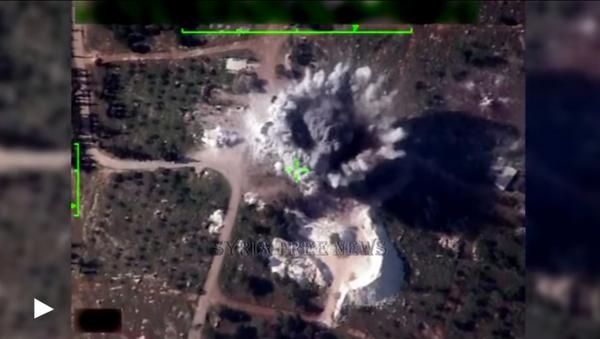 La aviación siria hace añicos las posiciones de los terroristas - Sputnik Mundo