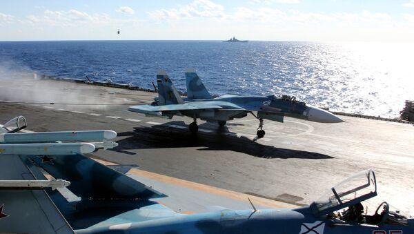 Aviones en el portaviones Almirante Kuznetsov - Sputnik Mundo
