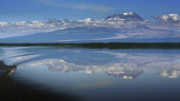 El volcán Shiveluch en la península rusa de Kamchatka - Sputnik Mundo