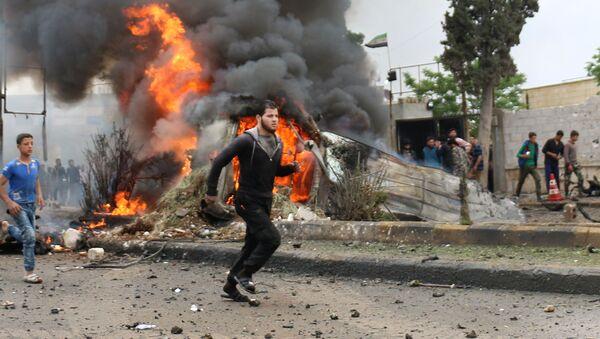 La explosión de un coche bomba en Siria  - Sputnik Mundo