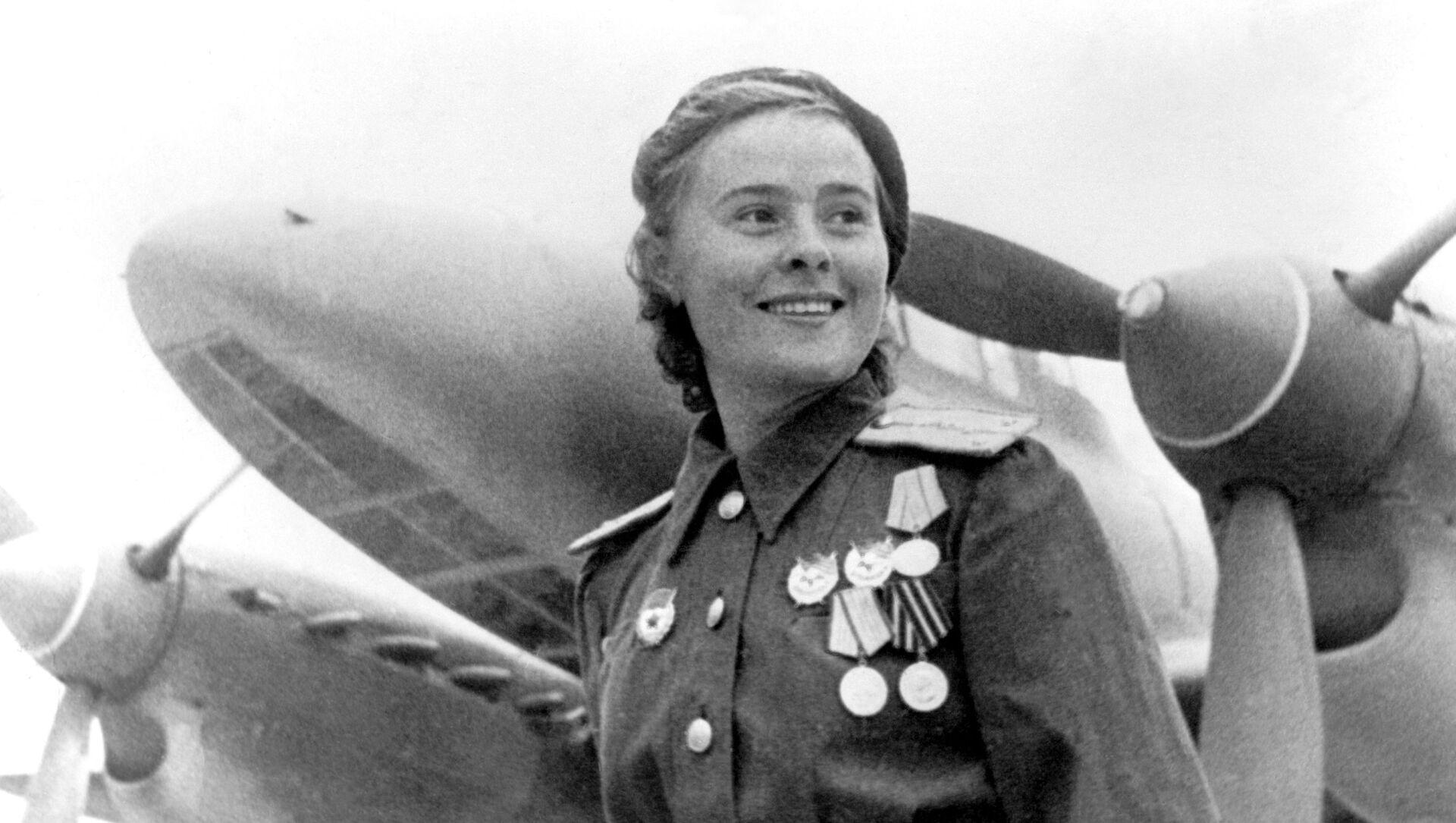 Operadoras de radio, guerrilleras y francotiradoras: el rostro femenino de la guerra - Sputnik Mundo, 1920, 05.05.2017