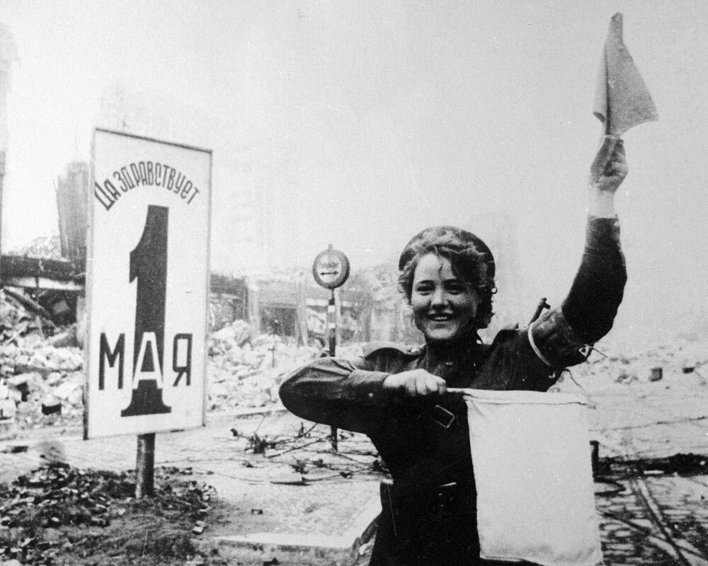 Operadoras de radio, guerrilleras y francotiradoras: el rostro femenino de la guerra