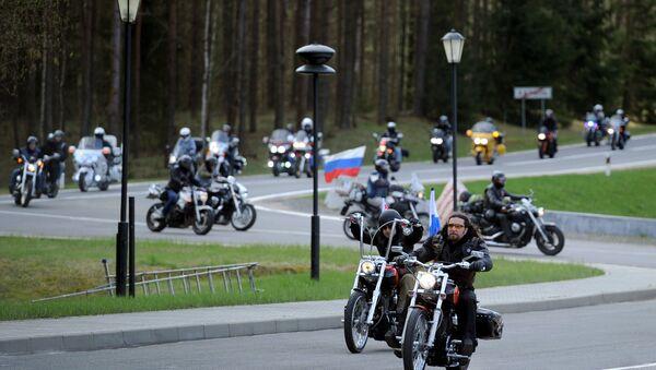 El grupo de moteros los Lobos de la Noche durante rally La ruta de la Victoria a Berlín (archivo) - Sputnik Mundo