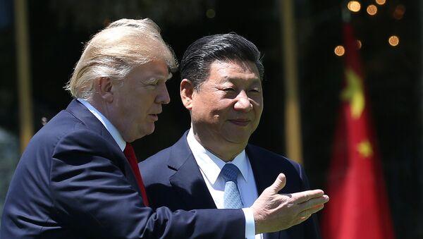 el presidente de EEUU, Donald Trump, y el presidente de China, Xi Jinping - Sputnik Mundo