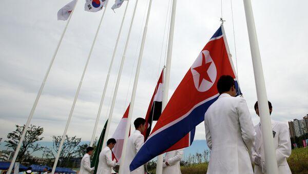 Banderas de Corea del Sur y de Corea del Norte (archivo) - Sputnik Mundo
