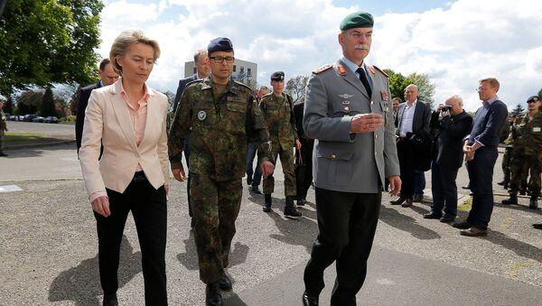 La ministra de Defensa alemana von der Leyen visita Illkirch-Graffenstaden - Sputnik Mundo