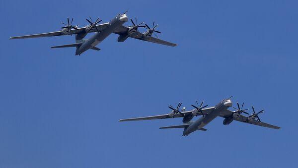 Bombarderos estratégicos rusos TU-95MS (imagen referencial) - Sputnik Mundo