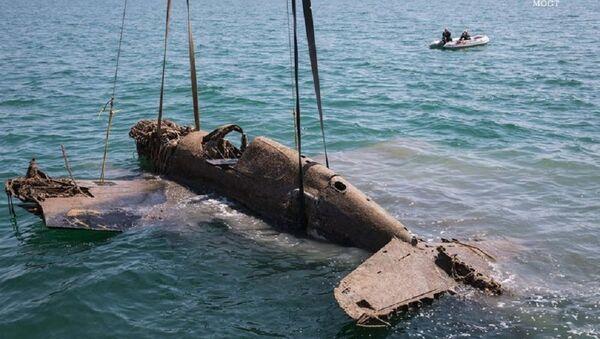 Avión de tiempos de la Gran Guerra Patria en el estrecho de Kerch - Sputnik Mundo