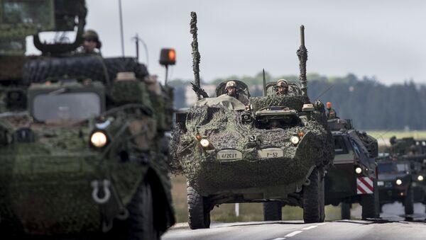 Vehículos blindados de la OTAN en Letonia - Sputnik Mundo