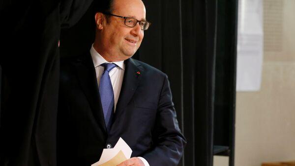 Hollande vota en las presidenciales en Francia - Sputnik Mundo