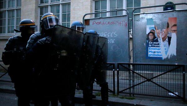 Enfrentamientos de manifestantes con policía en París - Sputnik Mundo