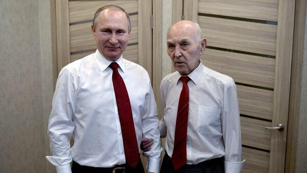Putin visita a su exjefe del KGB - Sputnik Mundo