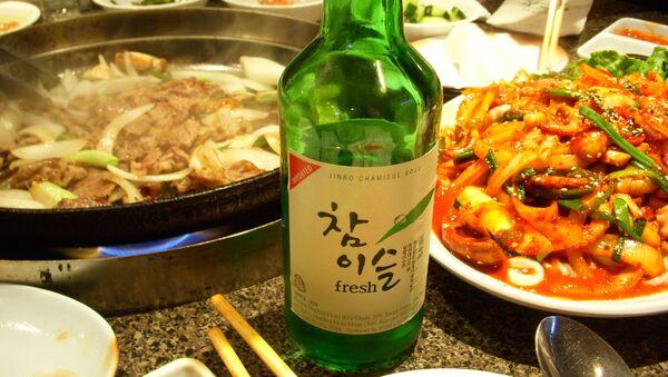 Soju, bebida alcohólica coreana - Sputnik Mundo