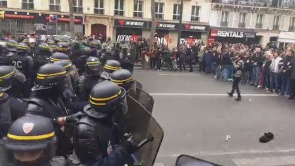 Protestas contra Emmanuel Macron en Francia - Sputnik Mundo