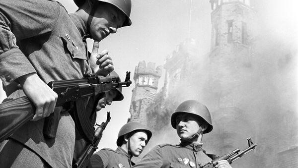 Soldados soviéticos en la Fortaleza de Brest (archivo) - Sputnik Mundo