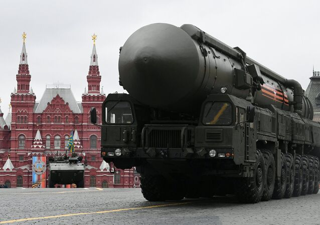 Sistema de misiles balísticos RS-24 Yars durante el desfile del Día de la Victoria en la Plaza Roja de Moscú