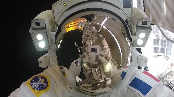 Astronauta en la Estación Espacial Internacional - Sputnik Mundo