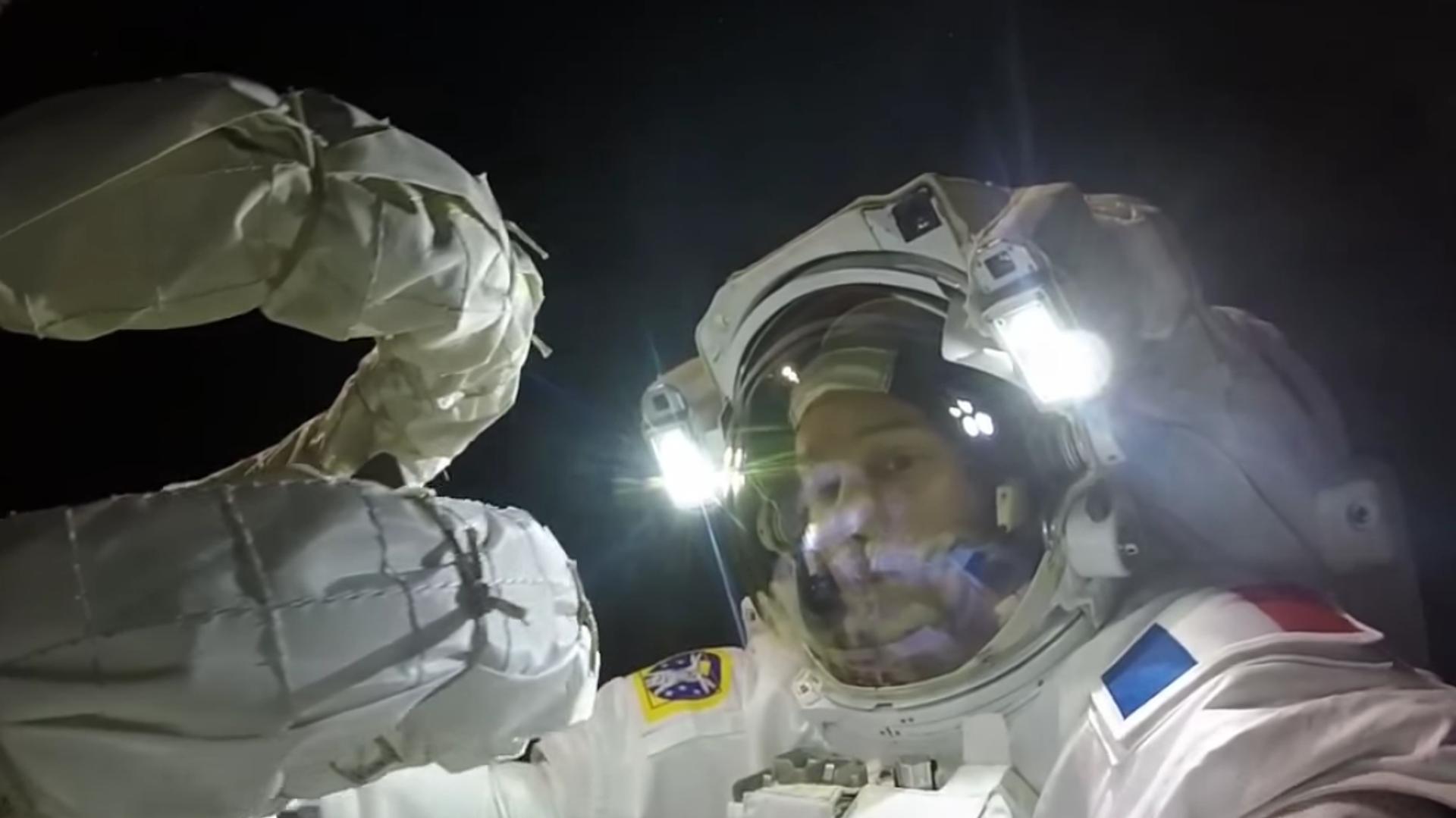 Thomas Pesquet durante su paseo espacial en la Estación Espacial Internacional - Sputnik Mundo, 1920, 12.04.2021