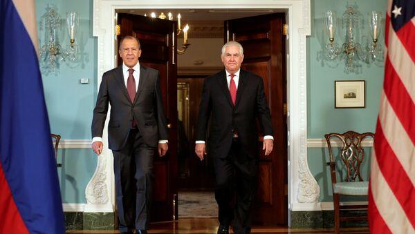 Serguéi Lavrov, ministro de Exteriores de Rusia, y Rex Tillerson, secretario de Estado de EEUU - Sputnik Mundo