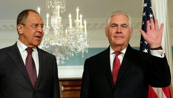 El ministro de Exteriores de Rusia, Serguéi Lavrov, y el secretario de Estado de EEUU, Rex Tillerson (archivo) - Sputnik Mundo