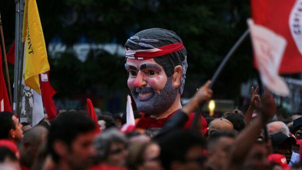 Simpatizantes de Lula en Curitiba - Sputnik Mundo