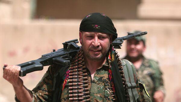 Combatiente del YPG (archivo) - Sputnik Mundo