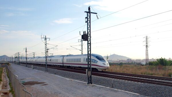 Un tren en España - Sputnik Mundo